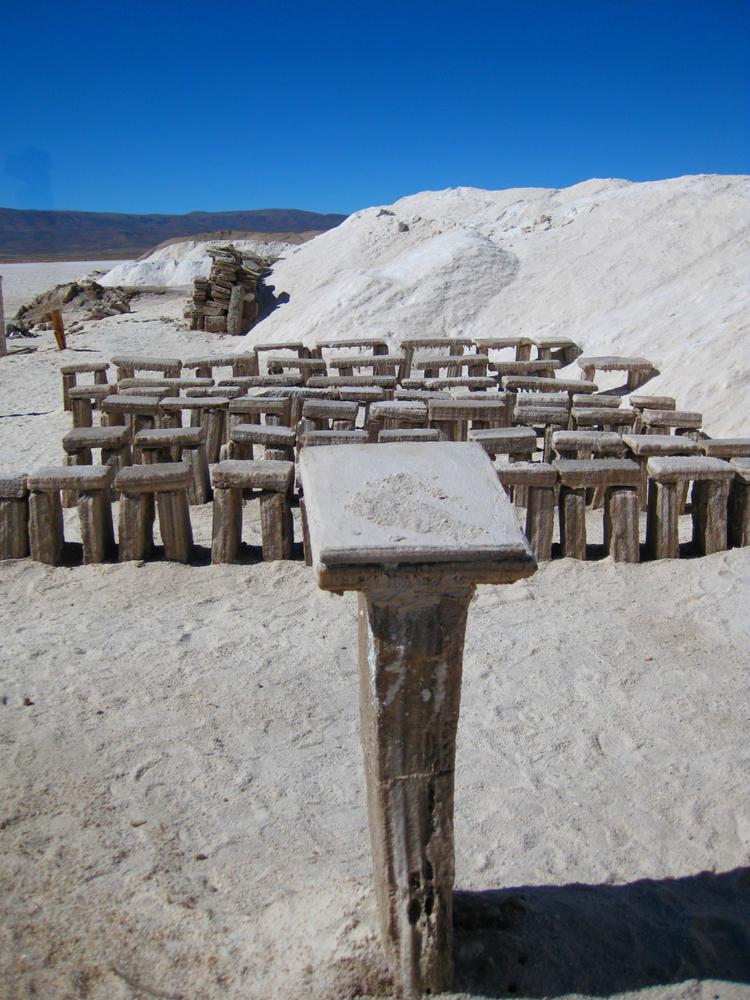 Openlucht kerk met zouten meubilair