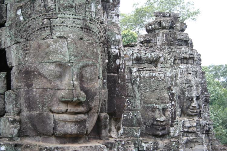 Lachende Boeddha's in Bayon