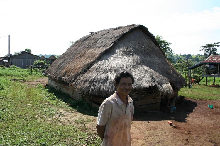 Traditioneel huis in ethnisch dorpje bij Sen Monorom