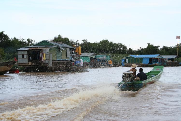 Drijvende dorpjes langs het Tonlé Sap meer