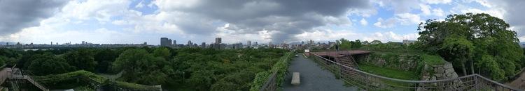Fukuoka skyline vanaf de ruïne van het kasteel