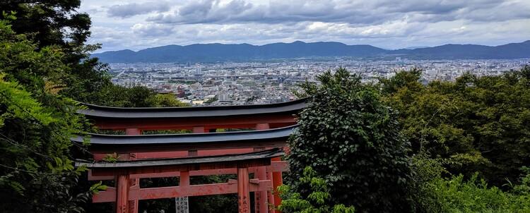 Kyoto Skyline vanaf het Fushimi Inari Taisha Heiligdom