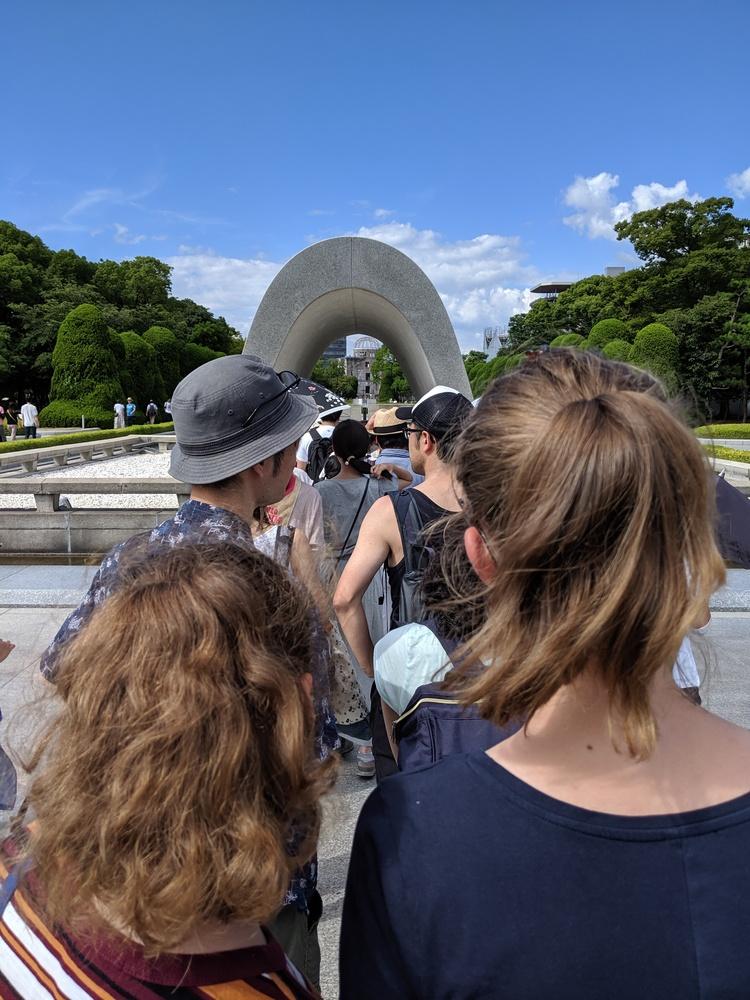 In de rij voor de Cenotaaf