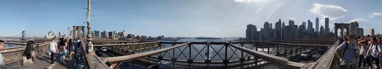 Panorama vanaf het midden van de Brooklyn Bridge