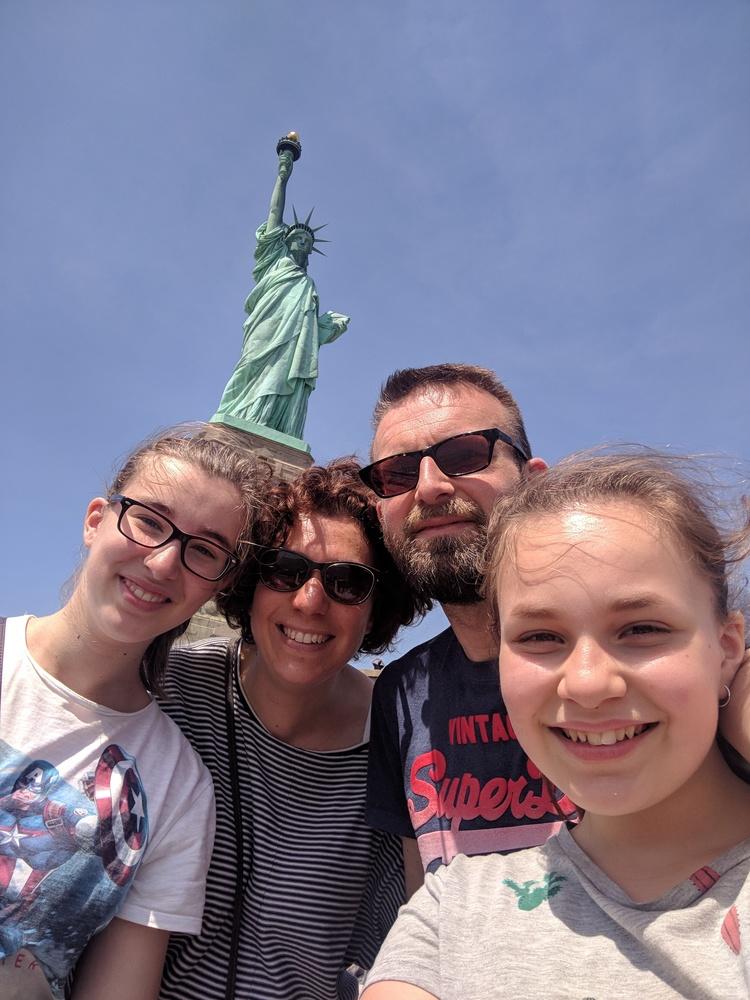 miss-liberty-selfie